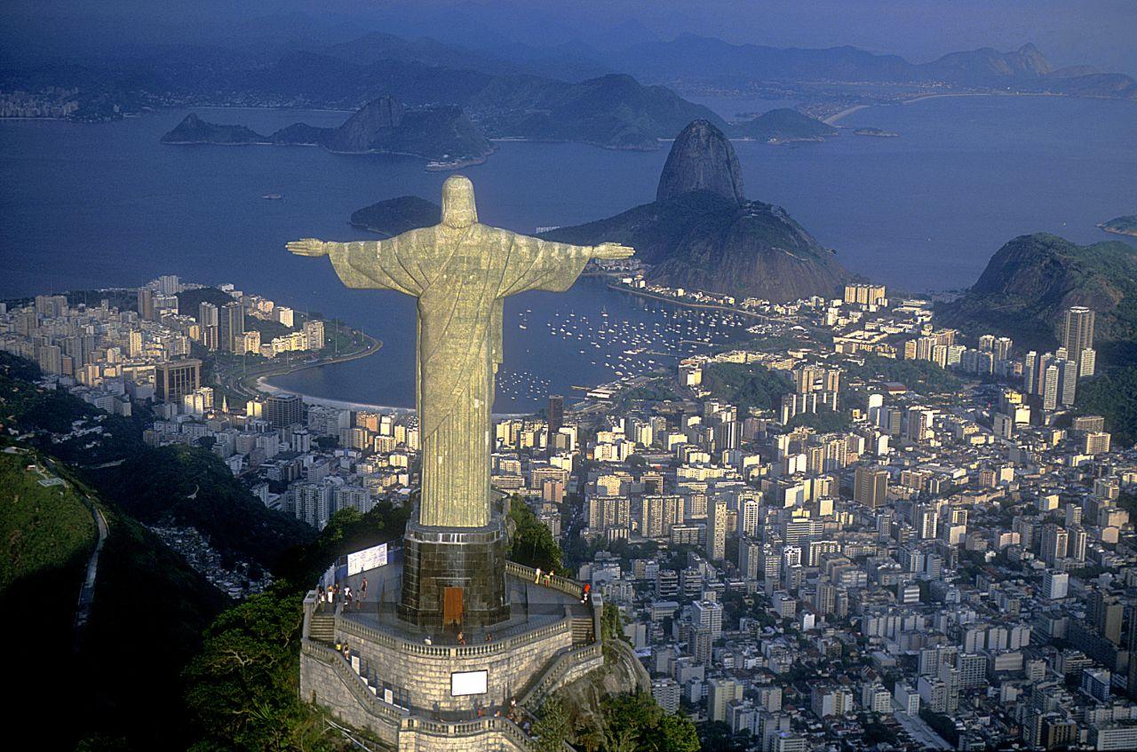 Brasilien---Rio-de-Janeiro-RJ-Brazil-Aerial-view-of-Christ-symbol-of-Rio-de-Janeiro_klein_2