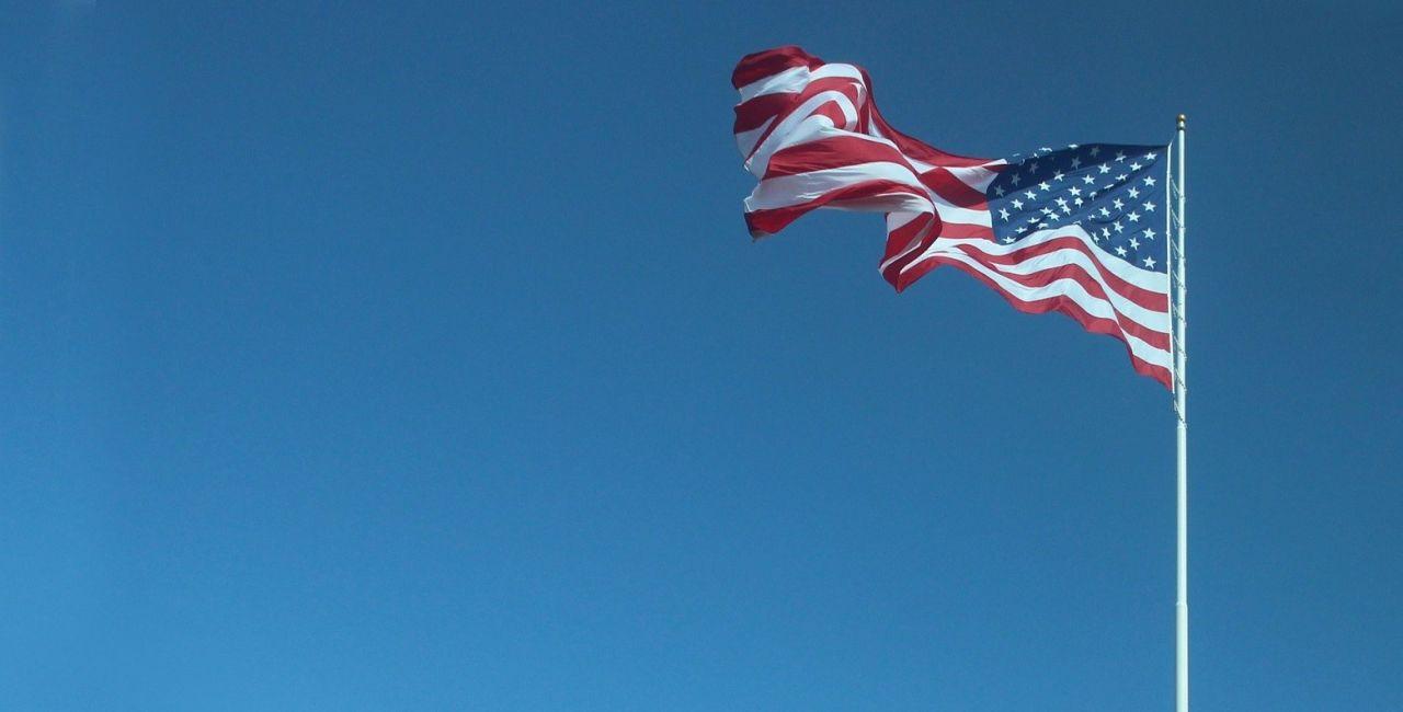 USA---Flagge-blauer-Hintergrund