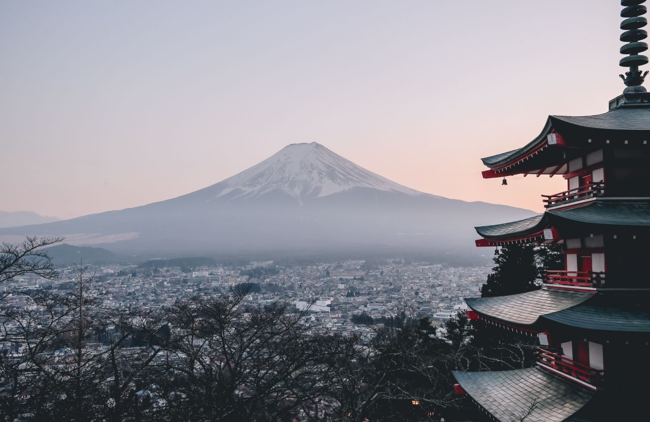 Japan---Berg-Fuji-Photo-by-Manuel-Cosentino-on-Unsplash